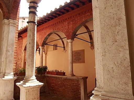 Portici e loggiati del Santuario di Santa Caterina in Fontebranda