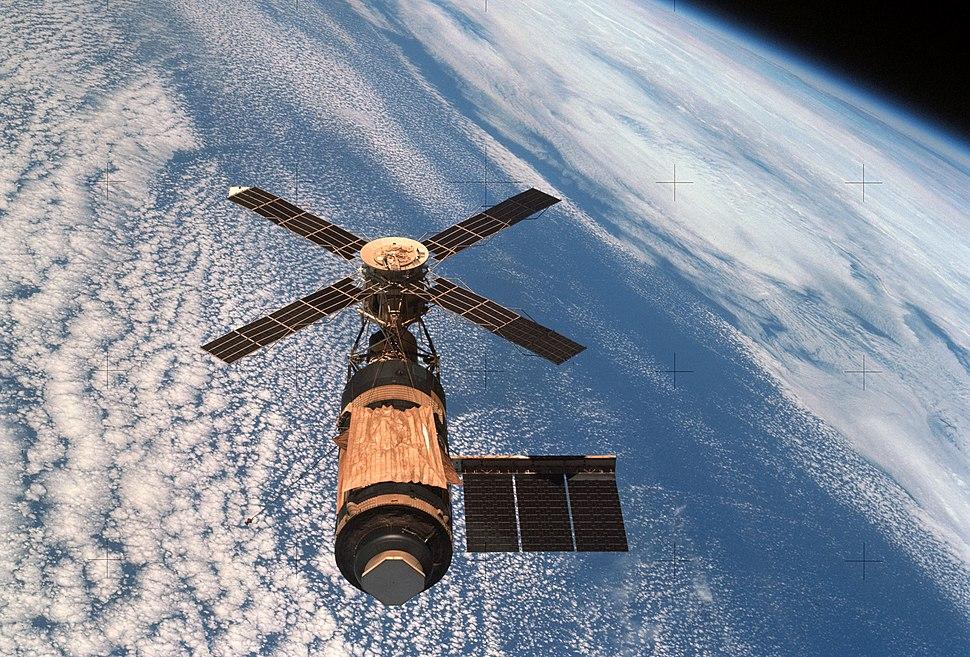 Skylab and Earth Limb - GPN-2000-001055-crop