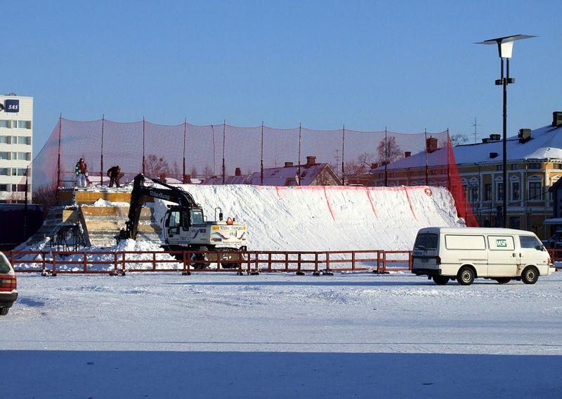 File:Snowaboard ramp Oulu Market Square 20070218 01.JPG