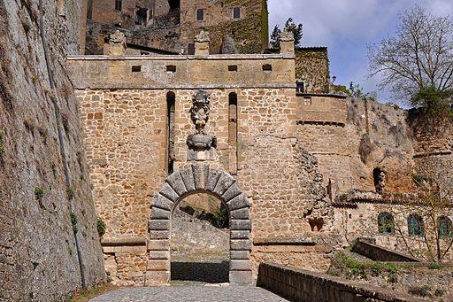 Sorano - Porta dei Merli - zoom