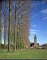 St.Peter ^ Paulus, dries met canada-populieren - omzoomzicht op kerk met kerkhof - 356381 - onroerenderfgoed.jpg