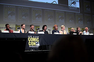 Star Wars: The Force Awakens - The cast of Star Wars: The Force Awakens at the 2015 San Diego Comic Con International (L–R: John Boyega, Daisy Ridley, Oscar Isaac, Adam Driver, Domhnall Gleeson, Gwendoline Christie, Carrie Fisher, Mark Hamill and Harrison Ford)