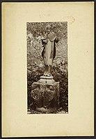 Statue d'évêque - J-A Brutails - Université Bordeaux Montaigne - 0749.jpg
