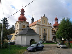 Sudejov-2007-09-15-KostelAKaple.JPG