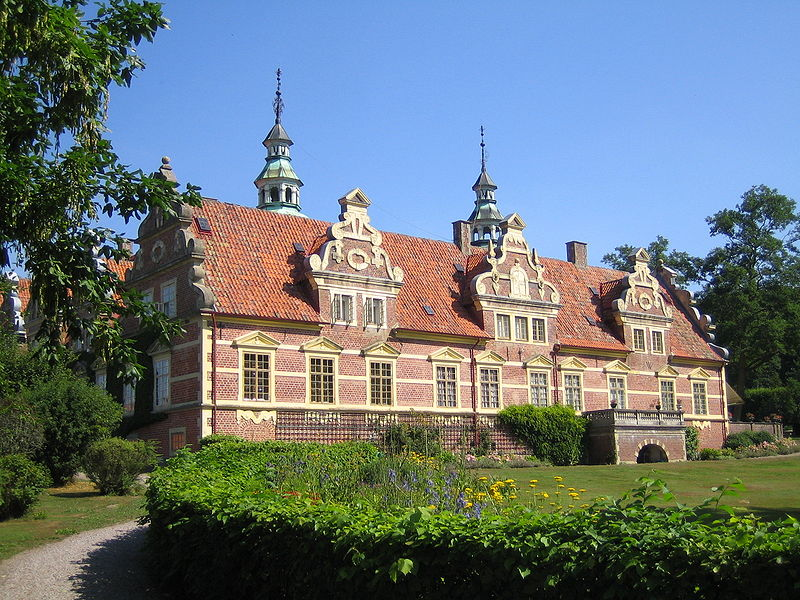 Fil:Swedish castle Vrams Gunnarstorp.jpg