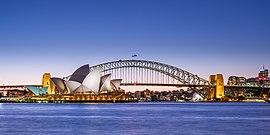 Opéra de Sydney et crépuscule du Harbour Bridge (2) 2019-06-21.jpg