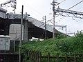 Tōkaidō Shinkansen beyond Odakyū Odawara Line 02.jpg