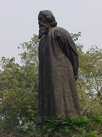 Paschimbanga Bangla Akademi - Statue of Rabindranath Tagore at Bangla Akademi campus, Nandan