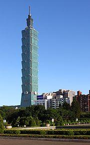 La tour Taipei 101 vue depuis le Sun Yat-sen Memorial Hall à Taipei, Taiwan.