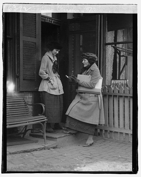 File:Taking census, 1920 LCCN2016827352.jpg
