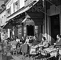 Terras van café-restaurant Au Cadet du Gascogne aan het Place du Tertre, Bestanddeelnr 254-0598.jpg