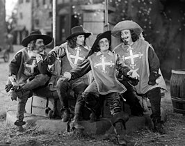 Gino Corrado, Leon Bary, Douglas Fairbanks en Tiny Sandford in The Iron Mask