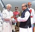 The Vice President, Shri Mohd. Hamid Ansari being received by the Governor of Maharashtra, Shri K. Sankaranarayanan, on his arrival at Gondia Airport in Maharshtra on September 30, 2013.jpg