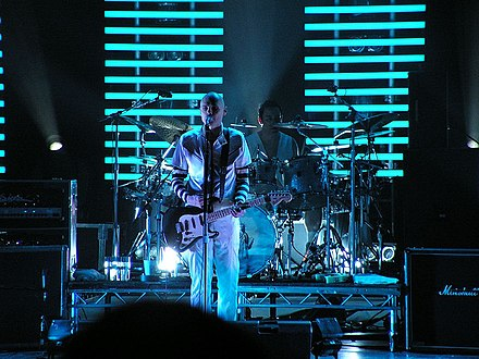 The Smashing Pumpkins on May 22, 2007, at Le Grand Rex, Paris; the band's first show since their break up. Left to right: Billy Corgan (front) and Jimmy Chamberlin (back) The new Smashing Pumpkins 02.jpg