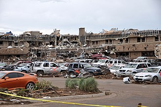 2013 Moore tornado - The Moore Medical Center and many vehicles left in ruins after the tornado.