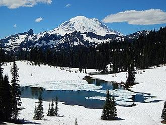 Chinook Pass - Tipsoo Lake overlook at Chinook Pass