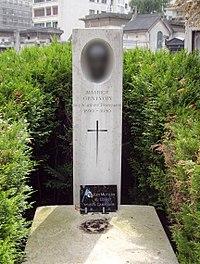 Tombe Maurice Genevoix, Cimetière de Passy, Paris.jpg