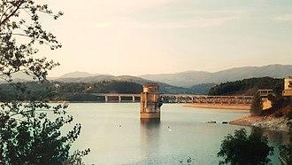 Mugello - Dam across the Sieve at Lake Bilancino