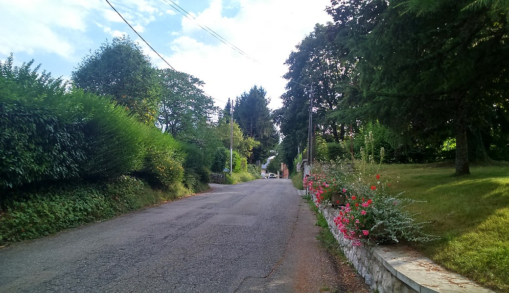 Une rue au centre de Trévignin (Savoie).