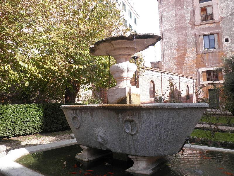 """S Trastevere Cosimato gamla ingång """"stor kastrull granit bad med ringar och cheferna för lejon"""" PC030042.JPG"""