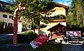 Trinkwasserbrunnen und Eingang zur Klangschlucht in Millstatt, Kärnten.jpg