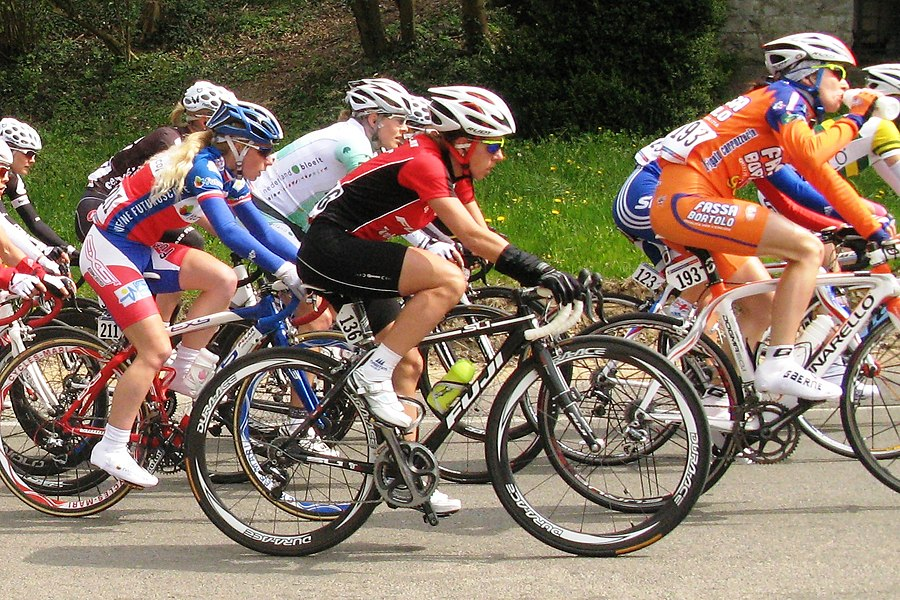 Trixi Worrack in the Côte de Ben-Ahin near Huy in the 2010 Ladies Flèche Wallonne (N° 136) on the right Valentina Carretta (N° 193) on the left Christel Ferrier-Bruneau (N° 211)