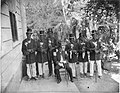 Tropenmuseum Royal Tropical Institute Objectnumber 60008915 Granman Lavanti met zijn kapiteins va.jpg