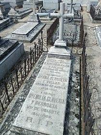 Tumba Narciso Clavería y Zaldúa y familia 01.jpg