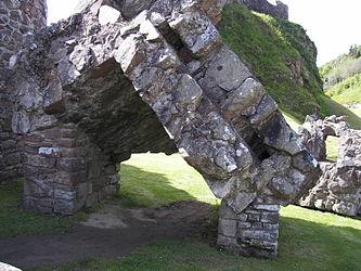 Urquhart Castle entrance.jpg