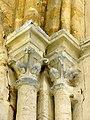 Us (95), église Notre-Dame, chœur, 1ère travée, chapiteaux dans l'angle NO (rouleau supérieur du doubleau et ogive).JPG