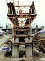 Viaduc du Ru de Maubée - Poutre de lancement - Etançon sur pile.JPG