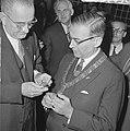 Vice president Lyndon B Johnson op stadhuis te Amsterdam ontvangen Burgemeeste, Bestanddeelnr 915-7098.jpg