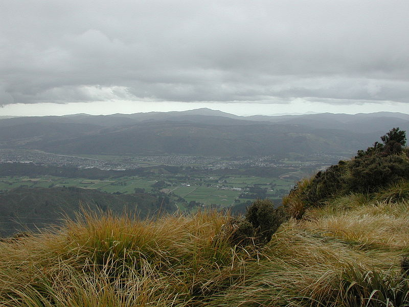 Picha:View down Hutt Valley from Mount Climie.jpg