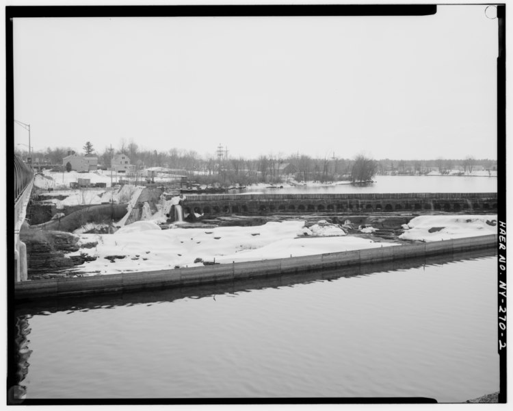 File:View of the southern two-thirds of the dam showing the Glens Falls Bridge over the Hudson River on the left, the Niagara Mohawk Power Corporation penstocks and inktake structure HAER NY,57-GLEFA,1-2.tif