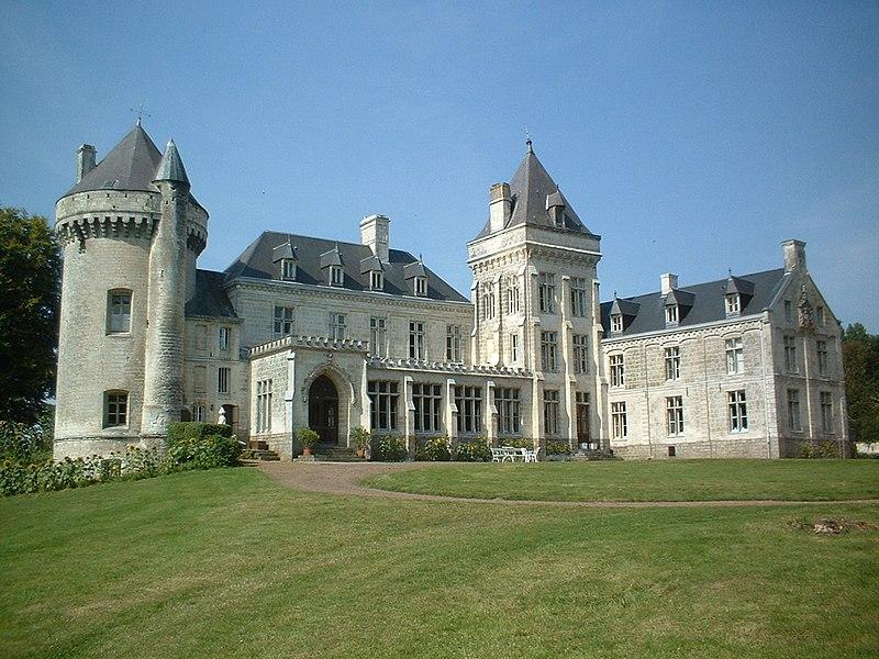 Fichier:Villers-Châtel château (avec 2 tours et aile).jpg
