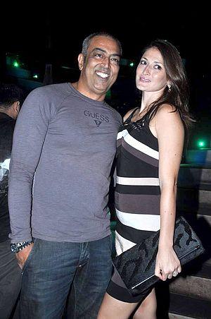 Vindu Dara Singh - Vindu and his wife Dina Umarova
