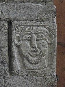 Visage dans la chapelle Saint-Michel