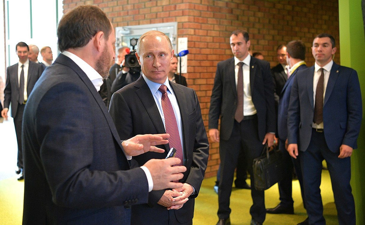 Vladimir Putin visited the Moscow office of Yandex (2017-09-21) 02.jpg