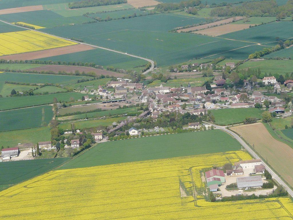 Vue aérienne de Courcy.