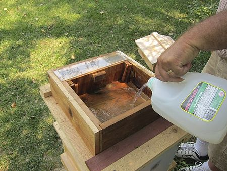 The size of the hive box was very specific as he believed it mimicked ...: en.wikibooks.org/wiki/Beekeeping/Warre
