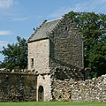West ramparts of Craignethan Castle.jpg