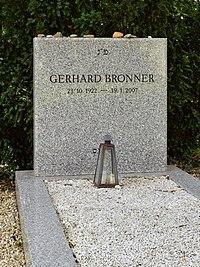 Wiener Zentralfriedhof - Gruppe 6 - Grab von Gerhard Bronner.jpg
