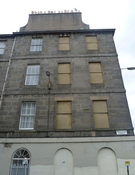 File:Windows in Brighton Street, Edinburgh.jpg