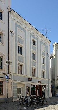 Wohn- und Geschäftshaus Theresienstraße 24 (Passau) a.jpg