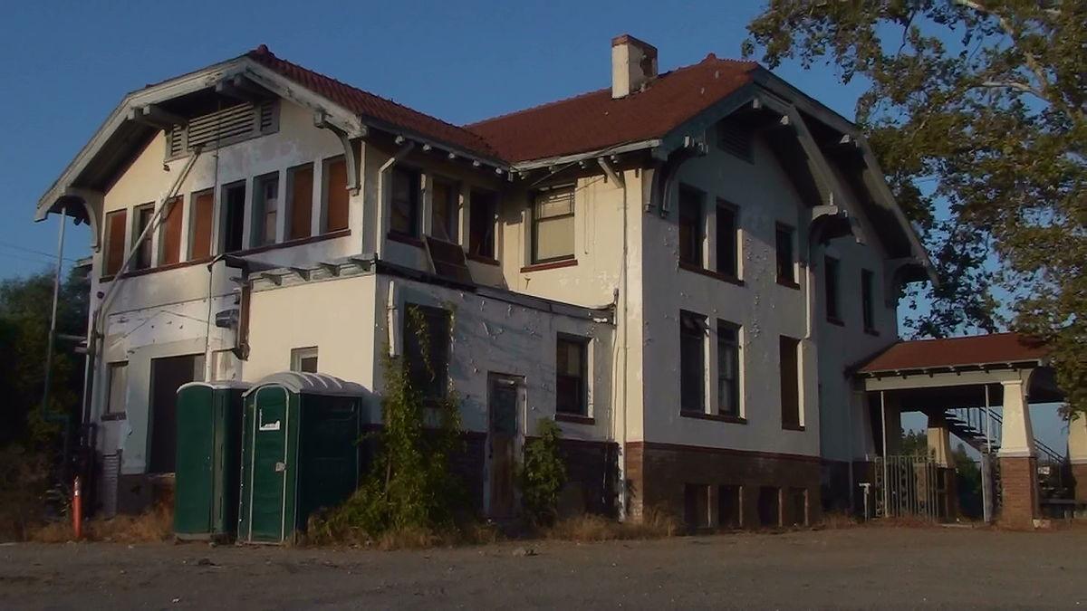 Wolfe Manor (Southwest View).JPG