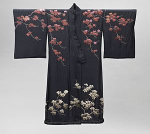 Bathrobe - Woman's kimono-style dressing gown with sash, made in Japan for the Western market, late 19th - early 20th century.