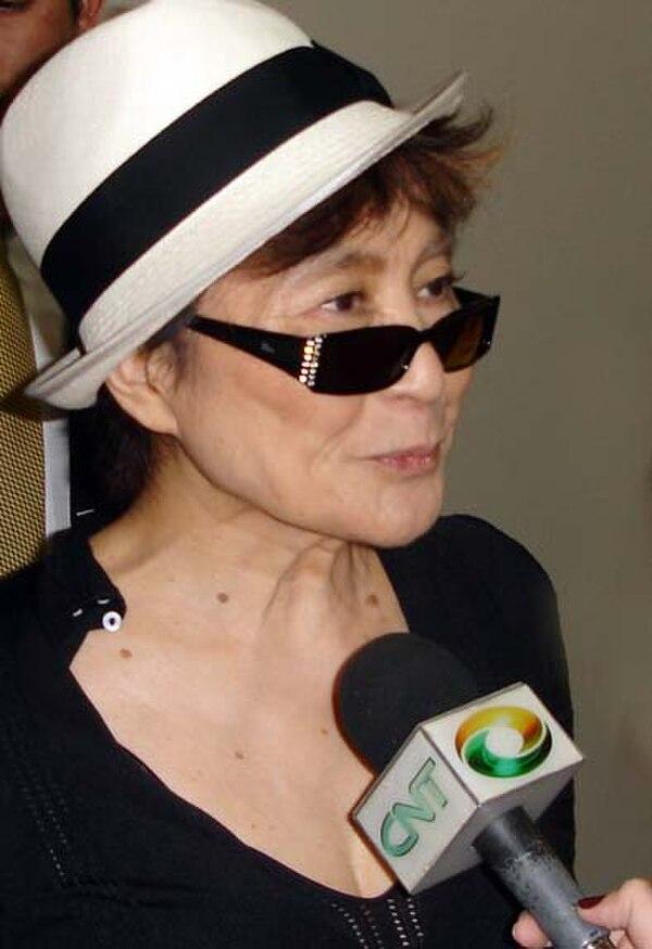 Photo Yoko Ono via Wikidata