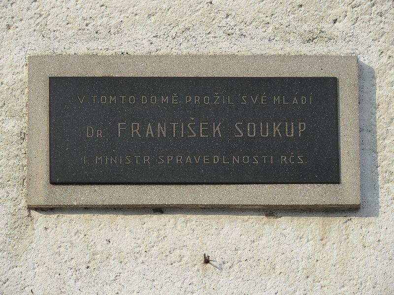 File:Zbraslavice D. Měšťanský dům čp. 11, pamětní deska.jpg