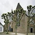 Zicht op de zuidgevel met transept en ingangsportaal - Beets - 20388542 - RCE.jpg