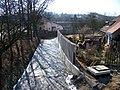 Zruč nad Sázavou, Ostrovský potok, z mostu po proudu, výstavba zdí.jpg